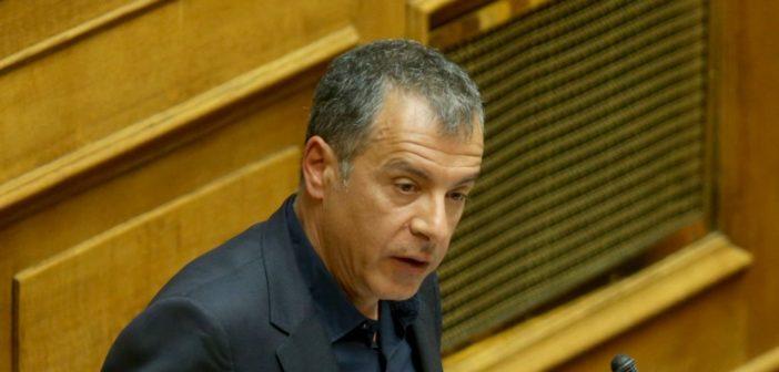 """Θεοδωράκης: Εάν έρθει πρόταση μομφής θα την ψηφίσω – """"Είμαι αντίπαλος του κ. Τσίπρα"""""""