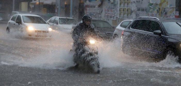 """Ο """"Φοίβος"""" χτυπά τη χώρα με καταιγίδες, χαλαζοπτώσεις και χιόνια"""