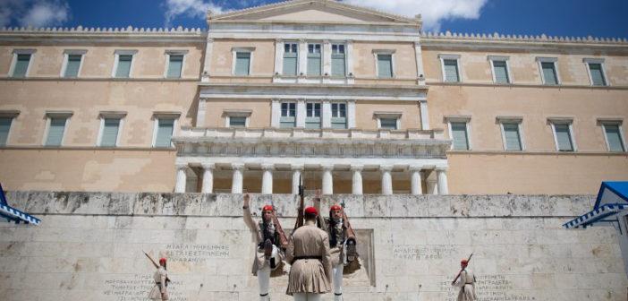 Metron Analysis: Κυριαρχία Μητσοτάκη, αντέχει ο Τσίπρας- Παράδοξη αδιαφορία των πολιτών για εγκληματικότητα, προσφυγικό!