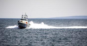 Επιβεβαιώνει το λιμενικό το περιστατικό με προειδοποιητικές βολές κατά ταχύπλοου από τις τουρκικές ακτές