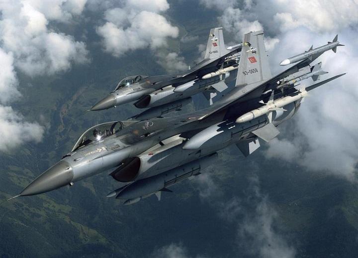 Σκληρές αερομαχίες στο Αιγαίο μέσα στη νύχτα