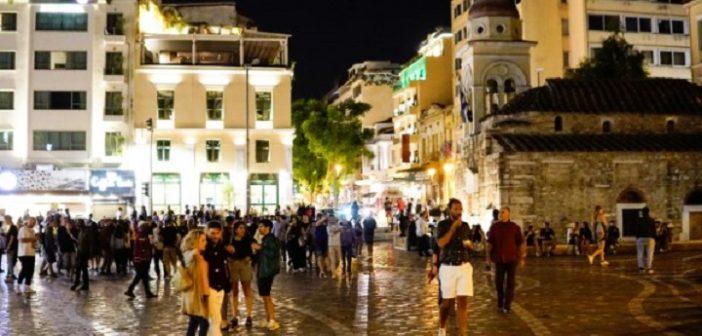Κοροναϊός: Πολυκοσμία στις πλατείες παρά τα νέα περιοριστικά μέτρα