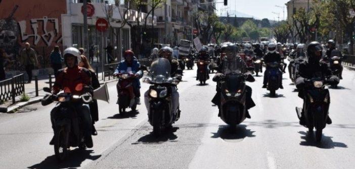 Διευκρινίσεις του υπ. Μεταφορών: Δεν οδηγούν αυτόματα και μηχανή όσοι έχουν δίπλωμα ΙΧ
