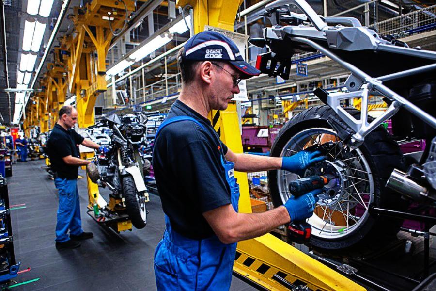 Μείωση κατά μιάμιση εβδομάδα της άδειας και αύξηση του χρόνου εργασίας θέλουν οι Γερμανοί εργοδότες