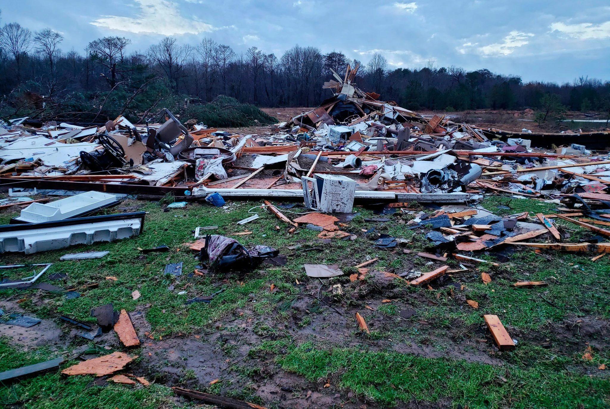 «Φονική» καραμπόλα στην Αλαμπάμα με δέκα νεκρούς, ανάμεσά τους 9 παιδιά από τροπική καταιγίδα