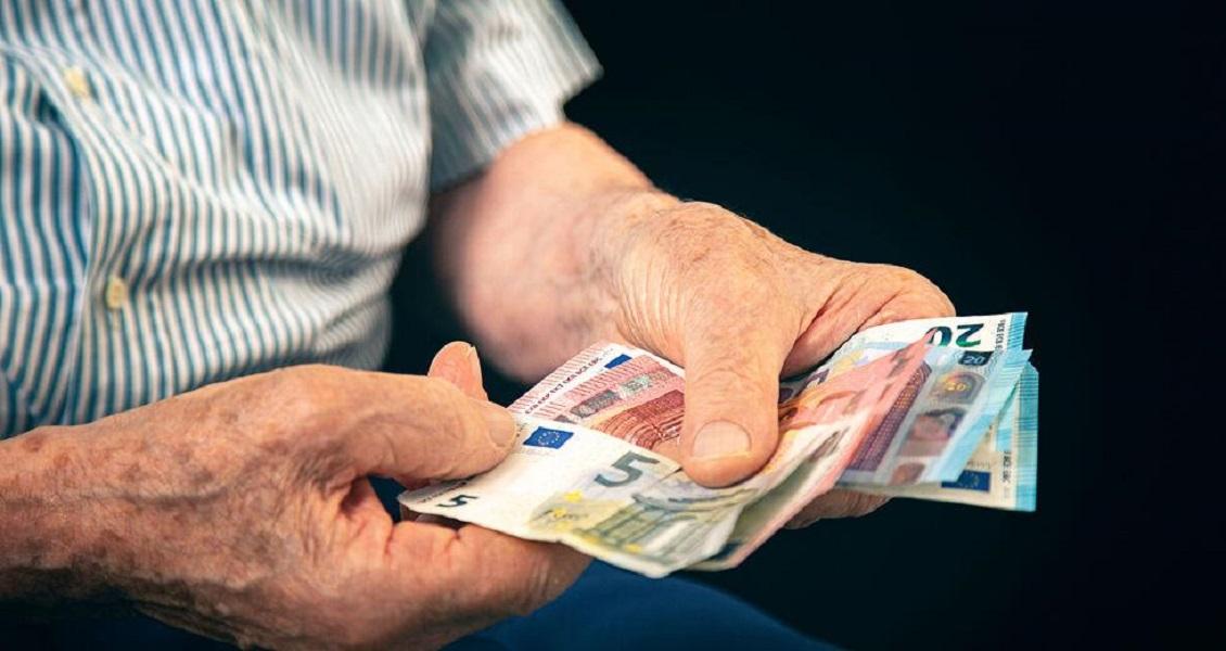 Μείωση 3,3 δισ. ευρώ ή 2,7% πέρσι στο διαθέσιμο εισόδημα των νοικοκυριών (ΕΛΣΤΑΤ)