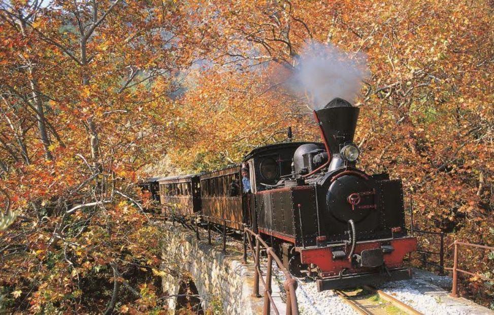 """Kαθηλωμένο"" το τρένο του Πηλίου: Έντονες αντιδράσεις προς ΤΡΑΙΝΟΣΕ και υπ.Τουρισμού"