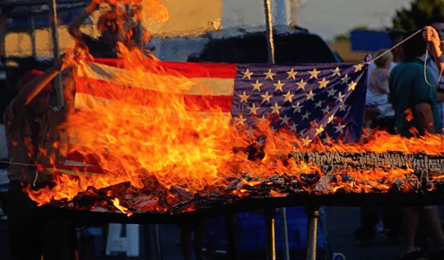 Να κάψουμε Σημαία;