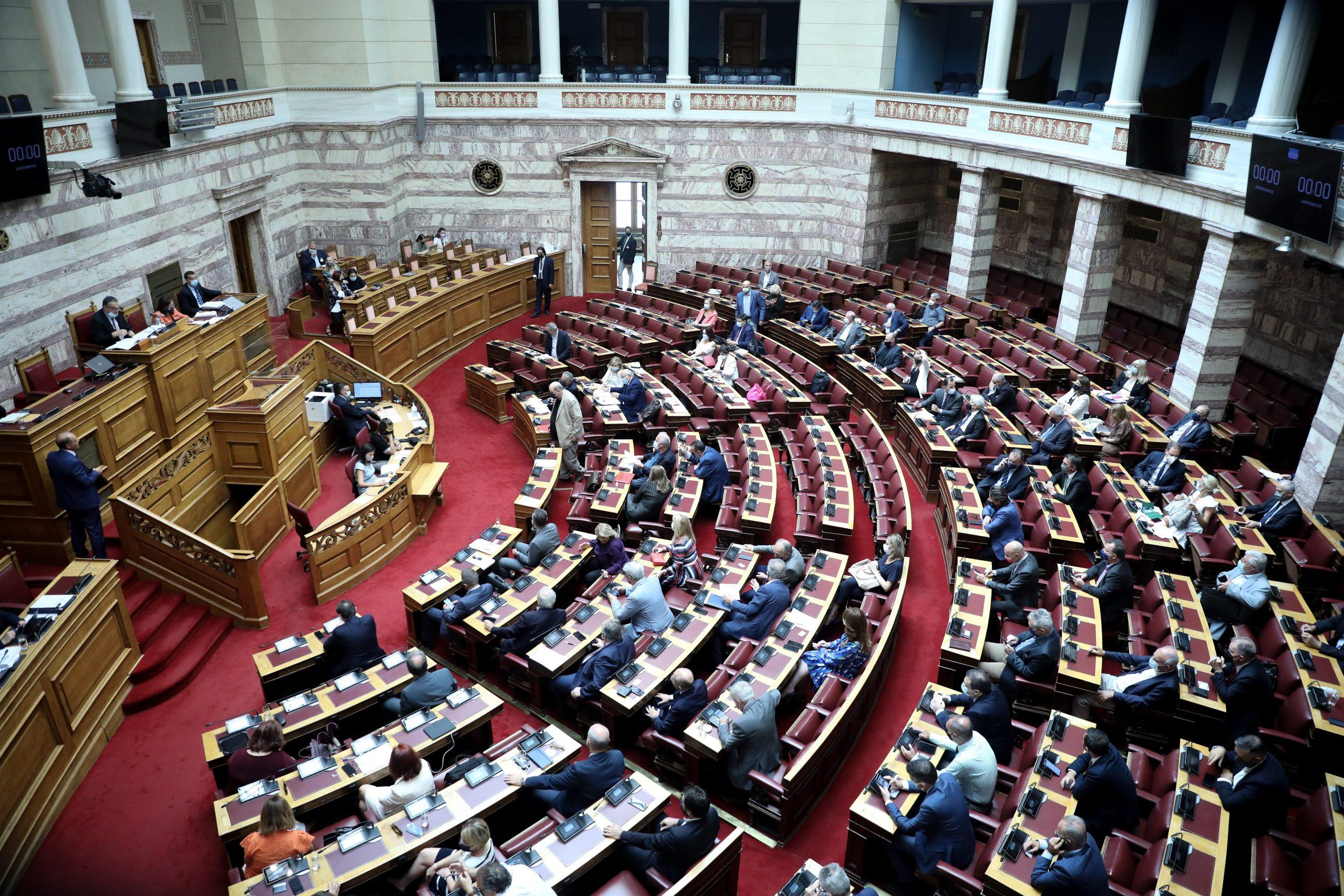 """Αλαλούμ στην επιτροπή για το πόθεν έσχες του Κ. Μητσοτάκη – Οι καταγγελίες ΣΥΡΙΖΑ και το """"υπηρεσιακό λάθος"""" που άναψε φωτιές"""