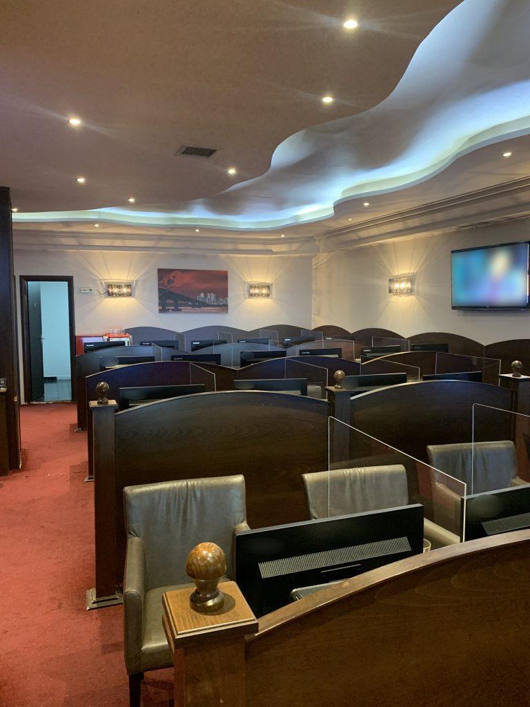 Έφοδος της ΕΛ.ΑΣ. σε παράνομο μίνι καζίνο στη Θεσσαλονίκη – Πέντε άτομα στον εισαγγελέα