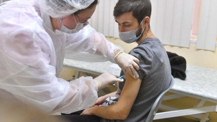 Μόνο σε ηλικιωμένους και ευπαθείς ομάδες η τρίτη δόση του εμβολίου στις ΗΠΑ  – Φόβοι για μυοκαρδίτιδες στους νέους