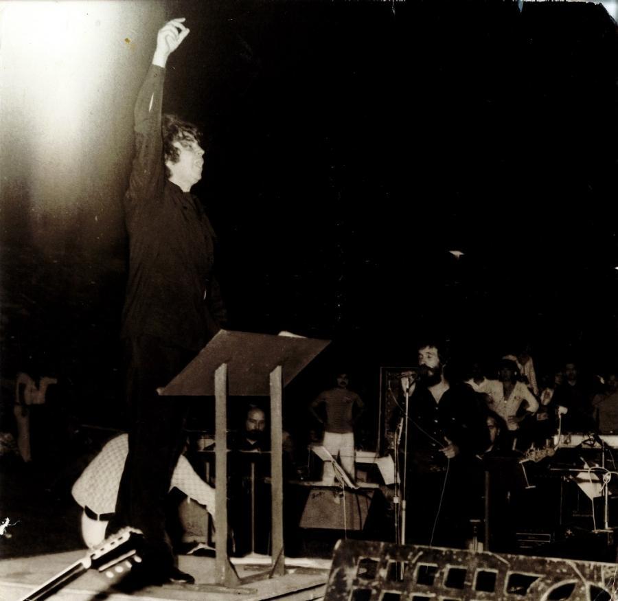 μίκης θεοδωράκης αντωνης καλογιαννης 1974
