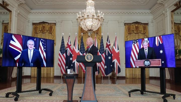 """Ο νέος """"Ψυχρός Πόλεμος"""" – Τι προβλέπει η συμφωνία ΗΠΑ-Βρετανίας-Αυστραλίας – Στο περιθώριο η Ευρώπη"""