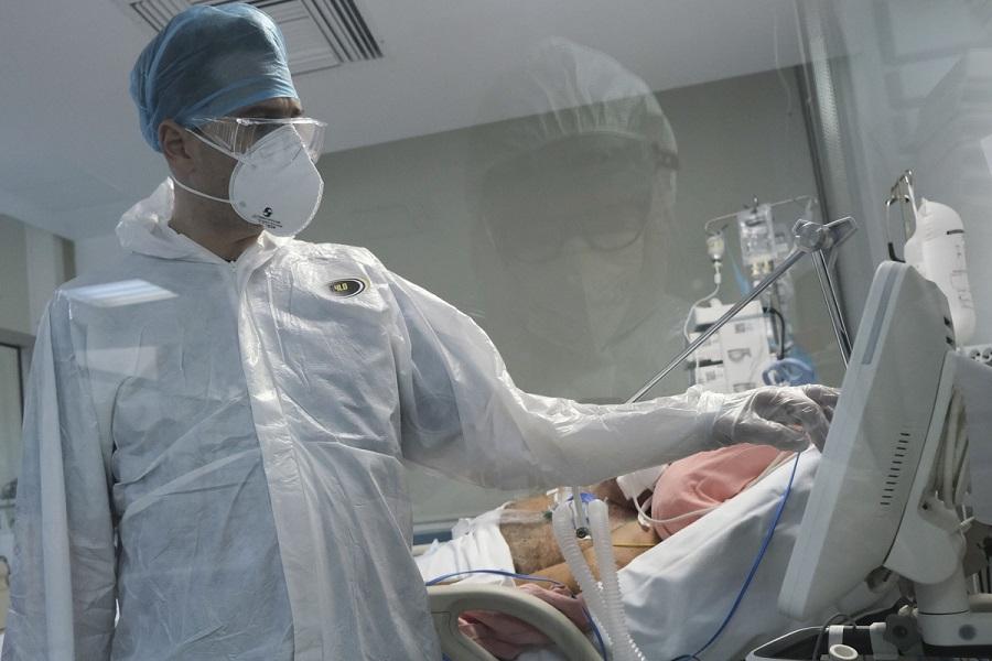 """Πανδημία: """"Έκρηξη"""" με 3.739 κρούσματα σήμερα – Στους 356 οι διασωληνωμένοι, 29 νέοι θάνατοι – Συνολικά 15.447 νεκροί"""