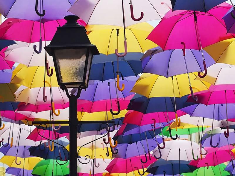 Ομπρέλες και πέρα βρέχει…