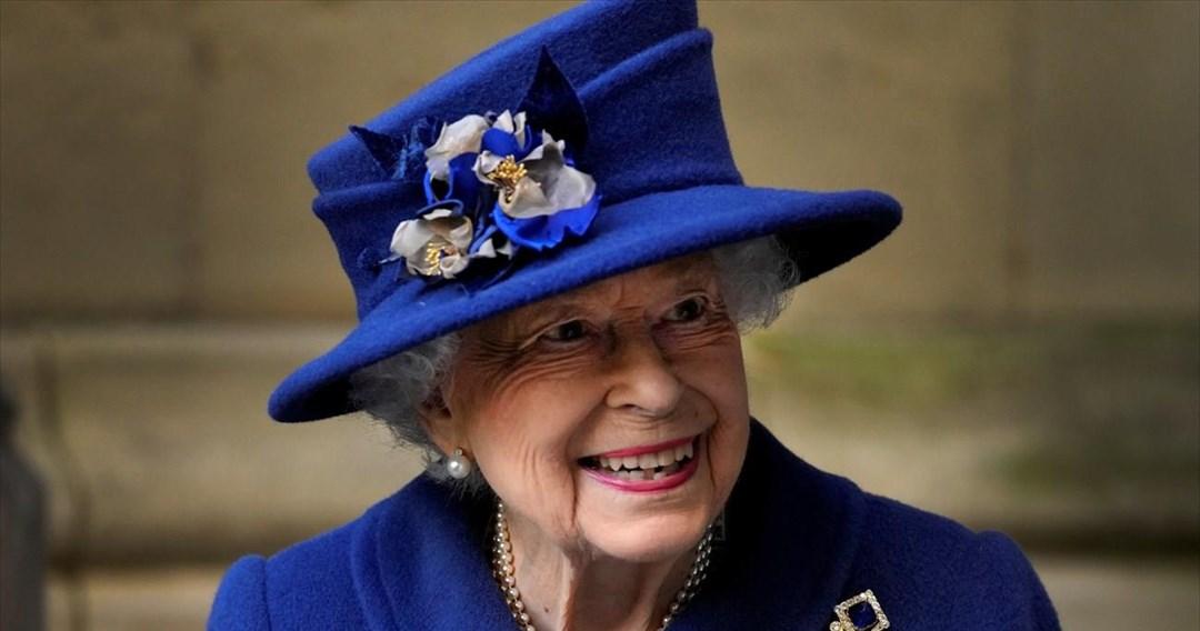 Η βασίλισσα Ελισάβετ λέει πως νιώθει «πολύ νέα στην καρδιά» για να παραλάβει το βραβείο Oldie of the Year