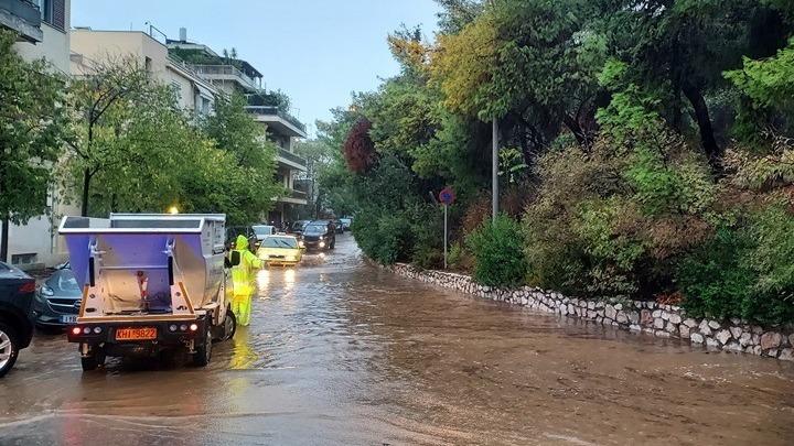 Δημήτρης Χριστόπουλος/ Η πλημμύρα, η ταπεινοφροσύνη και τα αθηναϊκά βουλεβάρτα