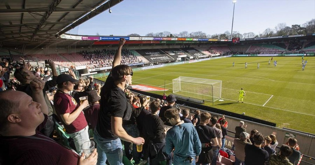 Κατάρρευση κερκίδας στο γήπεδο της Ναϊμέγκεν